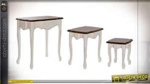 Série de 3 tables gigognes en bois, pieds galbés style traditionnel, 65cm