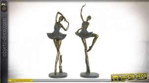 Série de deux statuettes de ballerines en résine, 43cm