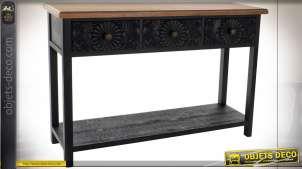 Console en bois de sapin finition noire et façade de tiroirs en bois sculpté, 120cm