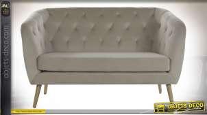 Canapé deux places gris beige à dossier capitonné, 135cm