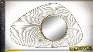 Miroir mural design en métal finition dorée de style moderne, 82cm