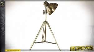 Lampadaire esprit vieille lampe de photographe style industriel sur trépieds en métal finition laiton, 142cm