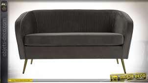 Canapé de style rétro finition grise et dorée, dossier en tissu plissé effet velours, 135cm