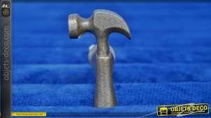 Bouton de meuble en fonte en forme de marteau de charpentier, finition vieillie, ambiance rustique atelier, 4cm
