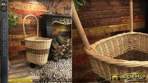 Chariot à bûches en osier tressé finition claire, bande d'osier foncé centrale, anse de transport et fond plein en bois, 98cm