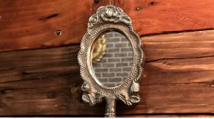 Miroir à main en métal finition aluminium vieilli, modèle de poche ambiance baroque, 21cm