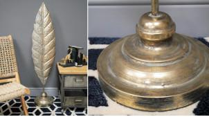 Grande feuille en métal montée sur socle, finition vieux doré et reflets bronze, esprit moucharabieh, 114cm