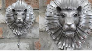 Crochet mural en résine et métal avec tête de lion stylisée esprit ancien heuretoir de porte, finition acier, 24cm