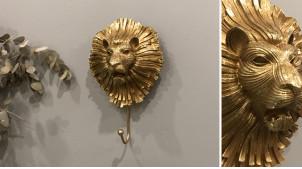 Crochet mural en résine et métal avec tête de lion stylisée esprit ancien heuretoir de porte, finition dorée, 24cm