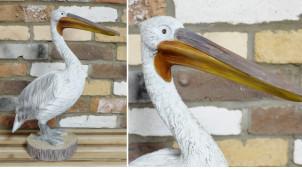 Représentation d'un pélican en résine finitions usées blanchies, décoration ambiance bord de mer, 49cm