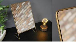 Miroir de table en métal finition dorée effet patine brossée, ambiance épurée linéaine, 33cm