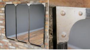 Très grand miroir en métal, encadrement de style industriel avec rivets apparents, ambiance verrière d'atelier, 120cm