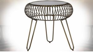 Table d'appoint de style industriel en verre fumé noir et métal finition dorée vieillie, 48cm