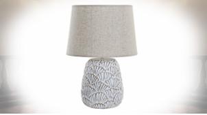 Lampe de table en résine patine blanc vieilli motifs en relief de style moderne, 52cm