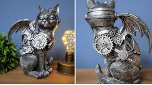 Statuette de chat en version Steampunk, en résine effet metal avec engrenages et roues, détails finition laiton doré, 23cm