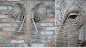 Grande tête d'éléphant murale style trophée, en résine effet bois sculpté, finitions douces et chaudes, ambiance safari, 75cm