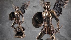 Archange Saint-Michel, représentation de l'envoyé du ciel ailes déployées et bouclier à la main, en résine finition bronze dorée, collection Terre des Dieux, 33cm