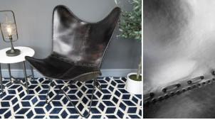 Série de 2 fauteuils papillon en cuir véritable teinté noir charbon et métal finition foncée effet brossé, ambiance chic authentique, 94cm
