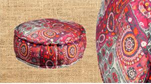 Gros pouf rond en coton avec motifs de mandala teinte framboise, ambiance zen et chaleureuse, Ø60cm