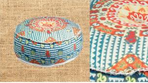 Gros pouf en coton épais, avec motifs géométriques sur fond bleu ciel, ambiance estivale colorée, Ø60cm