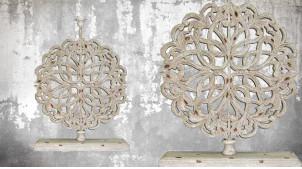 Pied de lampe en bois sculpté, modèle Bruxelles de 64cm, finition naturelle blanchie, ambiance grande rosace