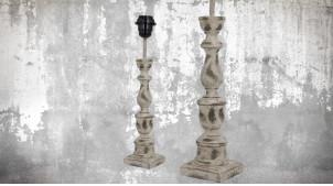Pied de lampe en bois sculpté, modèle Copenhague de 39cm, finition naturelle blanchie décapée, ambiance vieille demeure française