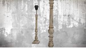 Pied de lampe en bois sculpté, modèle Castries de 47cm, finition naturelle blanchie décapée, ambiance classique indémodable