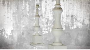 Pied de lampe en bois sculpté, modèle Wellington de 56cm, finition naturelle blanchie décapée, ambiance claire et chaleureuse