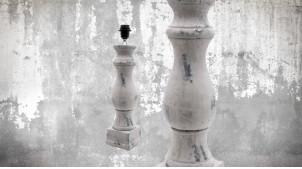 Pied de lampe en bois sculpté, modèle Vilnius de 52cm, finition naturelle blanchie usée, ambiance authentique vintage