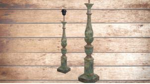 Pied de lampe en bois sculpté, modèle Vienne de 60cm, finition naturelle usée bleutée, ambiance vieille maison de famille