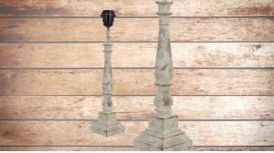 Pied de lampe en bois sculpté, modèle Tripoli de 41cm, finition naturelle usée blanchie reflets rosés, ambiance élégante et intemporelle