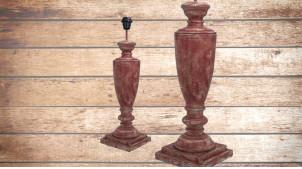 Pied de lampe en bois sculpté, modèle Sofia de 59cm, finition usée effet stuc rouge rosé, ambiance élégance aux allures romaines