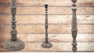 Pied de lampe en bois sculpté, modèle Basseterre de 60cm, finition naturelle usée, ambiance vestige de civilisation ancienne