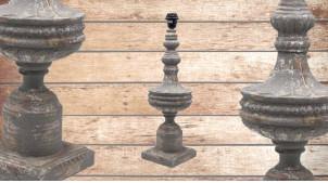 Pied de lampe amphore en bois, modèle Atlanta de 56cm, finition bois usé gris bleuté, ambiance maison de maitre française