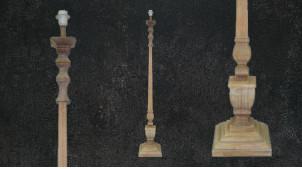 Pied de lampadaire en bois sculpté, finition naturelle, ambiance rustique vieille maison, 147cm