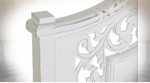 Tête de lit de style classique en bois de manguier sculpté finition blanc vieilli, 164cm