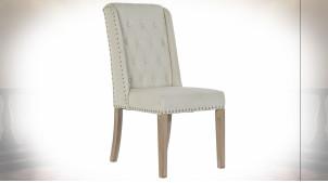 Chaise en lin finition beige et bois, dossier capitonné et clous de tapissier argentés, 102cm