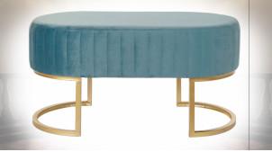 Bout de lit en velours finition bleu pétrol et métal doré ambiance rétro, 90cm