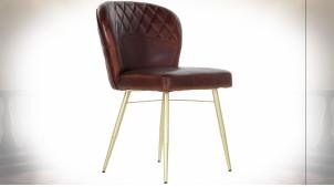 Chaise de style rétro en fer doré, assise et dossier en cuir molletonné finition brun cigare 80cm