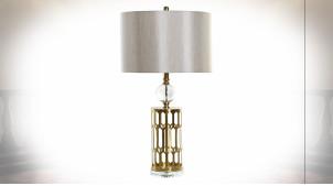 Lampe à poser de style moderne chic pied en métal ajouré finition dorée et verre, 77cm