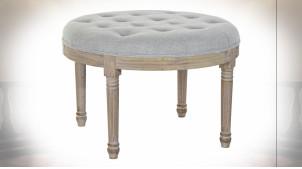 Bout de lit rond en lin capitonné gris clair et bois de caoutchouc finition naturelle blanchie ambiance classique, Ø70cm
