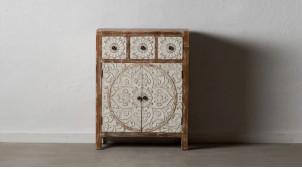 Meuble d'appoint en bois sculpté, 2 portes et 3 tiroirs, finition naturelle blanchie, 82cm