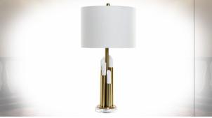 Lampe à poser en métal finition dorée et marbre blanc ambiance moderne chic, 71cm