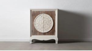 Armoire d'appoint en bois deux portes, fintion blanc décapé et portes naturelles, boublier sculpté, 96cm