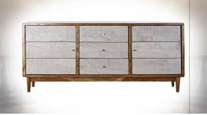 Buffet à 3 portes en bois d'acacia finition naturelle et ornements blancs ambiance Boho, 175cm