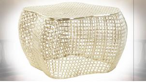 Table basse en aluminium ajouré finition dorée ambiance moderne chic, 78cm