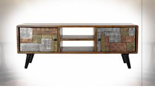 Meuble TV à 2 portes en bois d'acacia ornements en métal finition cuivrée et argentée ambiance ethnique, 148cm