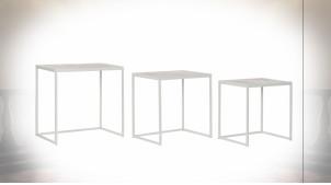 Série de 3 tables d'appoint gigognes avec motifs de palmiers finition beige et blanche de style tropical, 62cm
