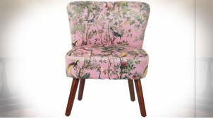 Chaise en polyester finition rose poudré esprit vieille tapisserie avec motifs floraux et d'oiseaux ambiance rétro, 77cm
