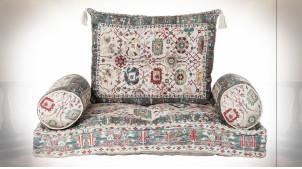 Gros coussin de sol en coton avec motifs de fleurs très colorées ambiance orientale, 90cm